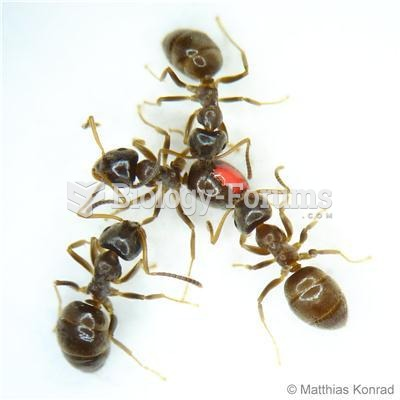 Healthy workers of the invasive garden ant (Lasius neglectus) remove an infectious fungal pathogen